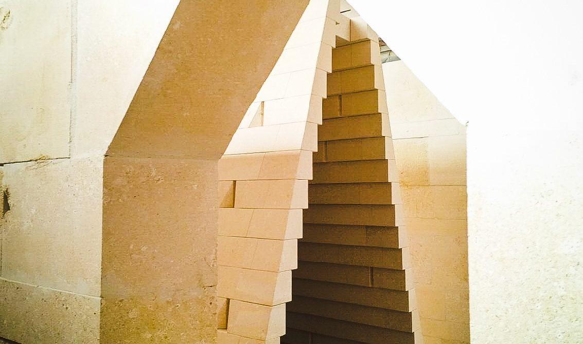 Nuova vita alle installazioni di Grassi Pietre  esposte a Marmomacc 2014 e 2015: Mateus versus Zucchi