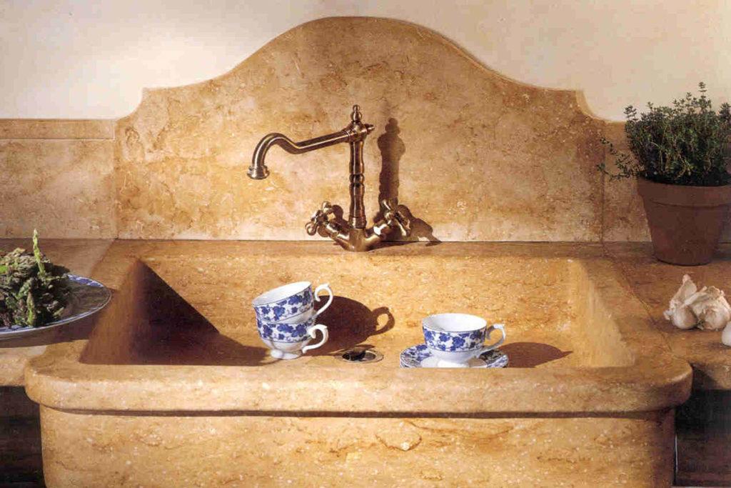 Arredo cucina in pietra curato nei minimi dettagli - Grassi ...